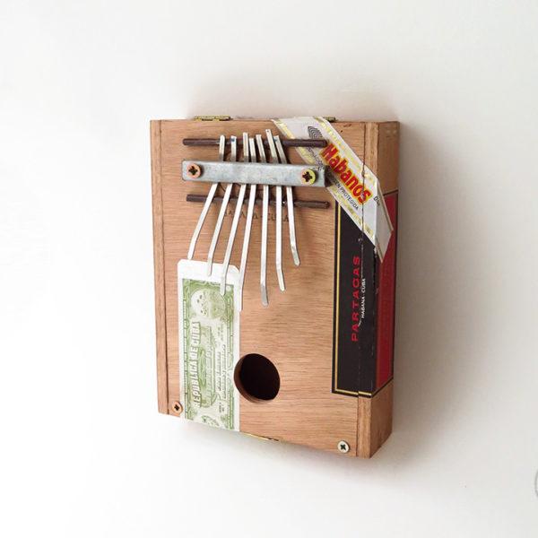 sanza_cigare_bois_petite_1_instrument_artisanal_recup