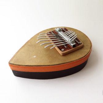 sanza_peau_2_instrument_artisanal_recup