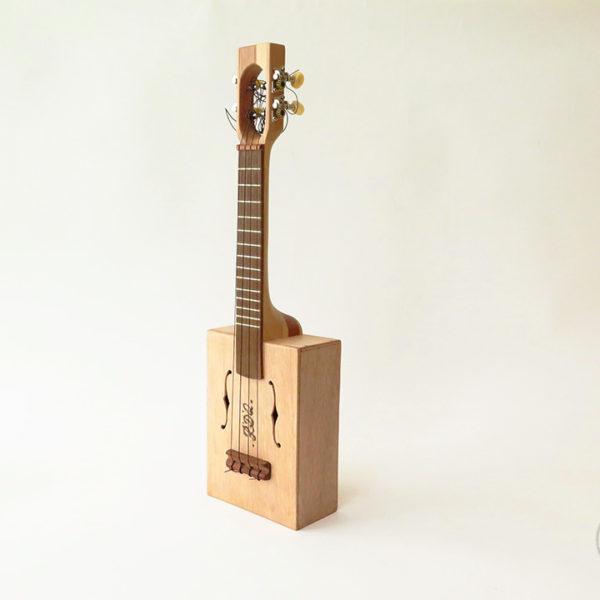 ukulele_cigare_1_instrument_artisanal_recup